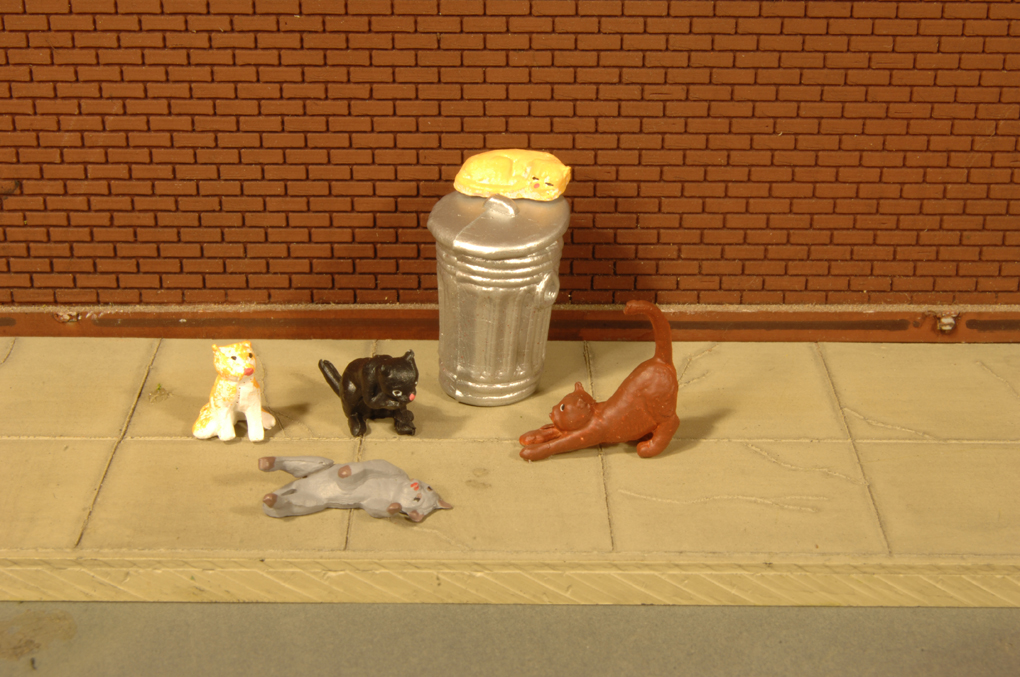 Cats with Garbage Can - HO Scale