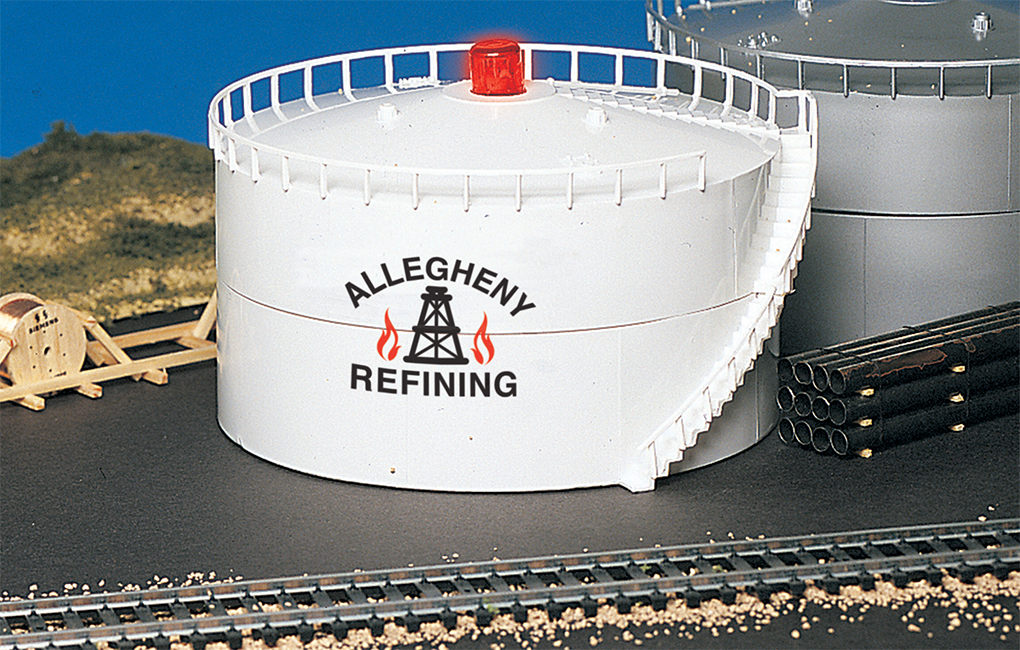 Allegheny Oil Storage Tank with Blinking LED Light (HO Scale)