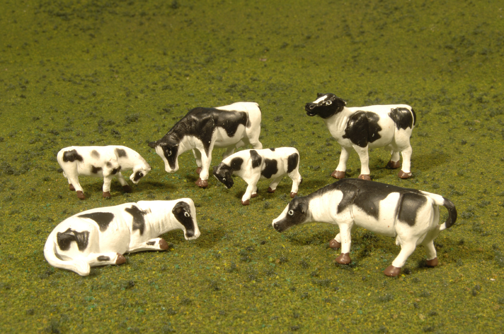 Cows - Black & White - O Scale
